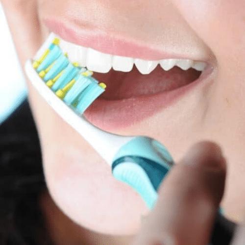 Manchas nos dentes: o que são e como eliminá-las